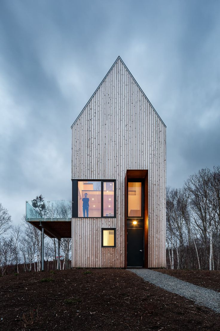 A modern cabin architecture design located in cape breton nova scotia this is a single