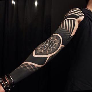 This splendid arm sleeve. | 43 Black Ink Tattoos That Will Awaken You Sexually