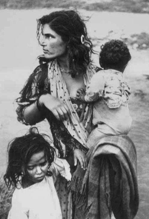 All4roma Roma Woman And Her Children Photo Mateo Maksimova 1959 Beauty Pinterest