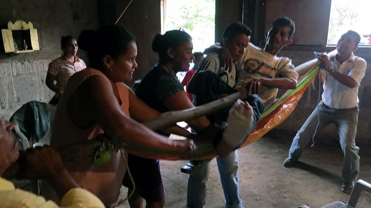 20 Men Carry Injured Man Out of Community by Hammock - AMOS Health & Hope, Nicaragua. #Rural Living #Community-Based Primary Health Care