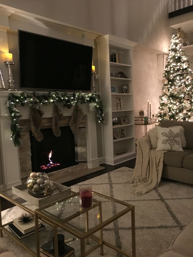 1000 Ideas About Christmas Living Rooms On Pinterest