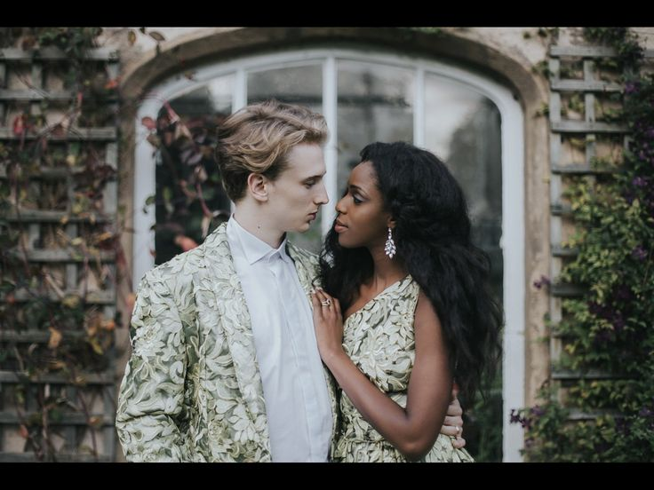 """{    JUSTIN ALEXANDER FOR A MODERN ROMANTIC COUNTRY HOUSE WEDDING    }  """"Joy, a Musician and Fashion and Lifestyle blogger (check out her fabulous Youtube channel including her super beautiful cover of Beyonce's 'All Night') married Eliot, a Systems Engineer, on 27th August last year at Holme Pierrepont Hall in Nottingham. This elegant wedding was captured by a photographer whose work I've fallen in love with through Instagram – she is Grace Elizabeth."""""""