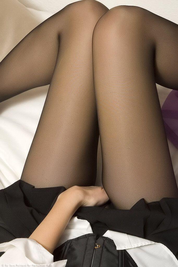 вас тонкие колготки на жене самочка снимает черные