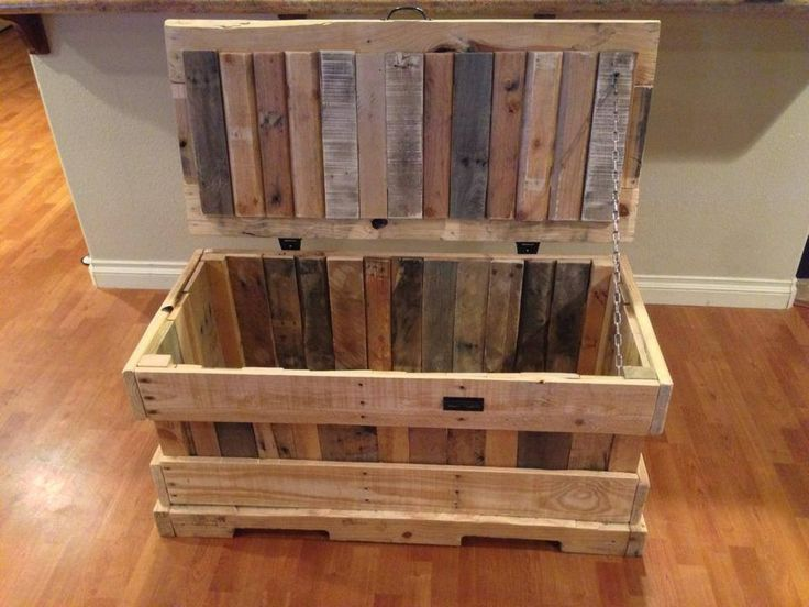 Hope chest i made from pallets pallet furniture for Toy pallets