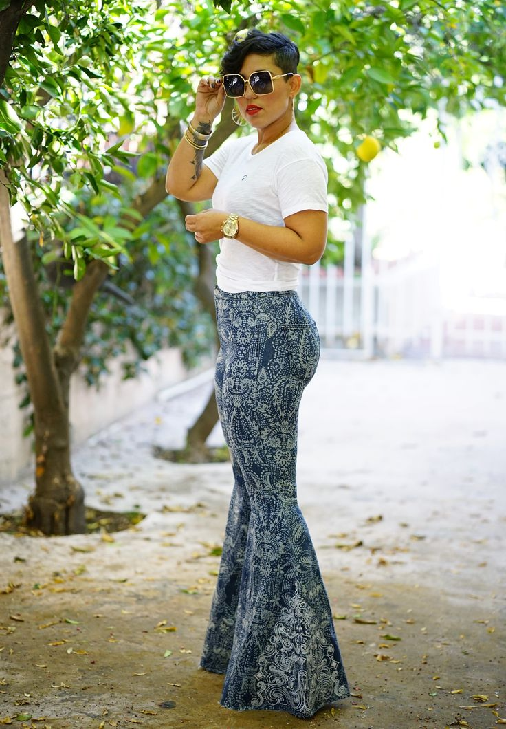 FLARED LEG JEANS AND SIMPLE TEE - Mimi G Style