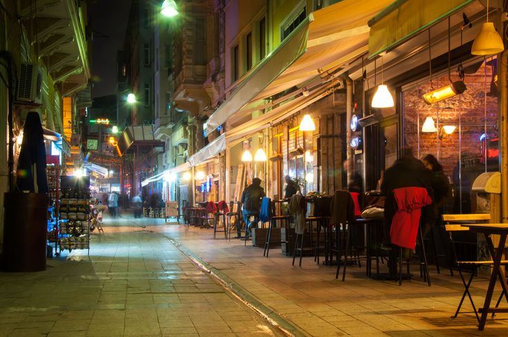 Kadife is one the most popular nightlife areas in Istanbul. Situated on the Asian side of town, it's buzzing day and night and offers a wide choice of bars, clubs and restaurants.