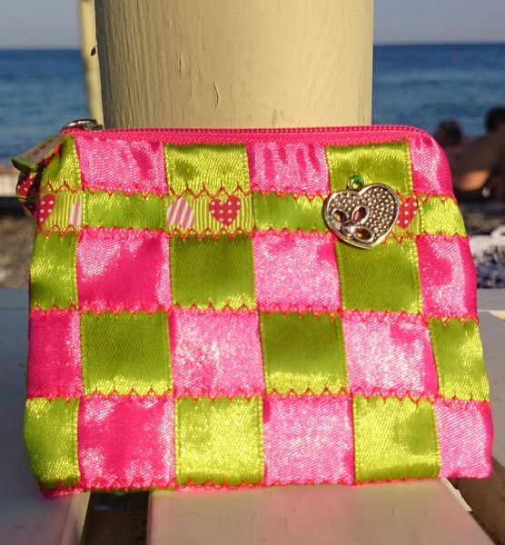 Bright Pink-P and Green Heart Purse from Mikisantorini by DaWanda.com