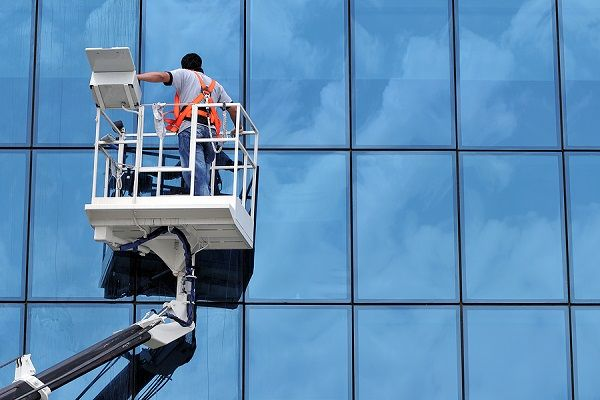 Best Cleaning Services Of Windows And Gutters In Kent Commercial Window Cleaning Window Cleaning Services Window Cleaner