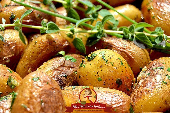 Pour accompagner viandes grillées et volailles, cette recette de pommes de terre grenaille sautées est idéale. Ces petites pommes de terre à chair ferme ne s'épluchent pas et sont cuites enti…