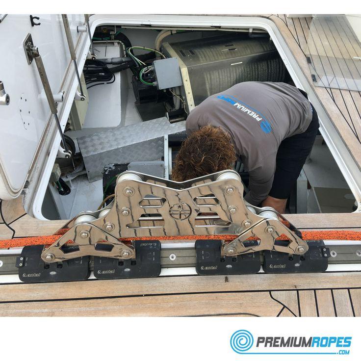 Rigger at work onboard of megayacht #yacht #rigging #splicing #stirotex #rope #halyards #sheets #rigger #riggingservices #fitting #premiumropes #premium #dyneema #ropes #yachtrigging #rigger #international #megayacht #sailingyacht #sailing #superyacht #perininavi #vela #greement #bateau
