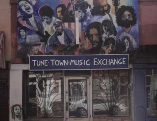 tune town a local music store for more than 20 years now closed the mural was the first one. Black Bedroom Furniture Sets. Home Design Ideas