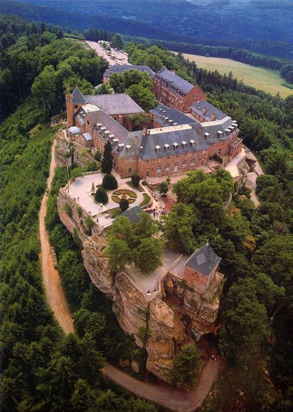 Abbaye de Hohenbourg – Mont Sainte-Odile, Ottrott, Bas-Rhin (France) – Crédit Photo : jmrw