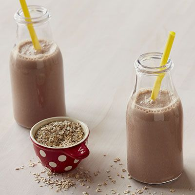 Looking for a breakfast shake with the great benefits of oats? The reader-submitted Chocolate Oatmeal Shake recipe is a satisfying and nutritious start to your day!