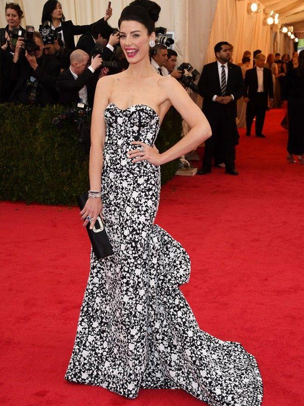 """Jessica Pare  A atriz do seriado """"Mad Men"""" apostou em um vestido florido, preto e branco, do estilista Michael Kors. AFP / Agência - AFP"""