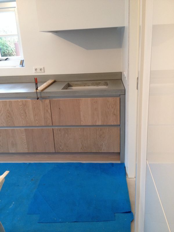 Voorbeelden van de door ons gemaakt betonnen aanrechtbladen, wastafels en tafelbladen | Thuisbeton