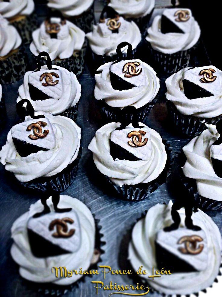 Cupcakes carteritas chanel blanco y negro