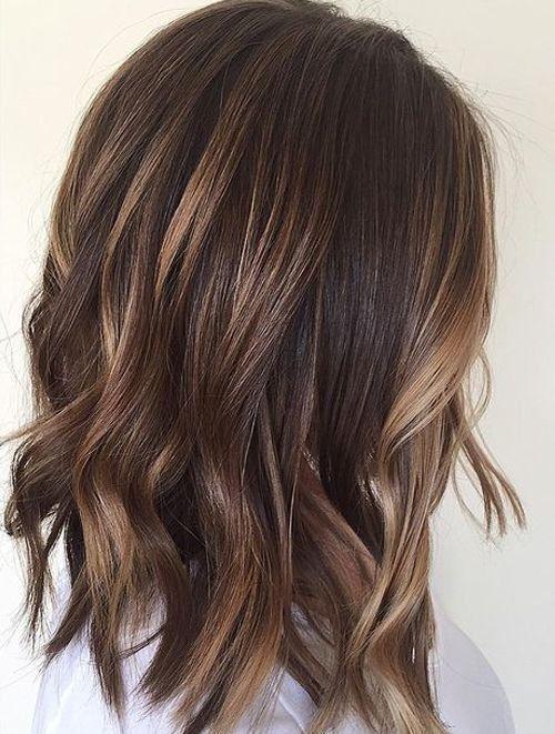 Braune Haare und die richtige Schminke. Mittellange braune Haare mit #brown#balayage#hairstyles