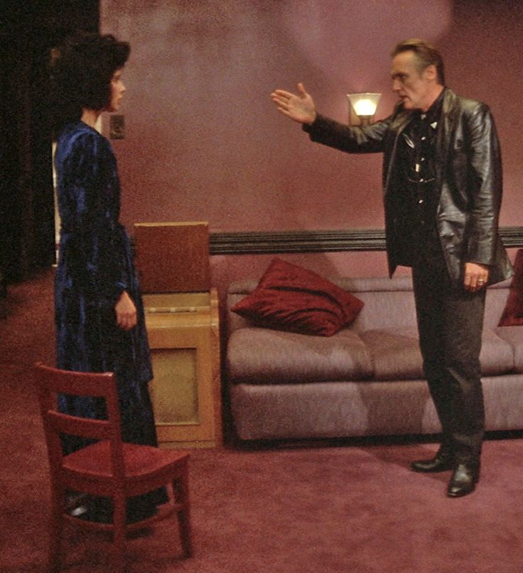 """david lynchs blue velvet analysis american 28 comments on inside david lynch: an esoteric guide to twin peaks much of """"mulholland drive"""" and """"blue velvet"""" can jay's analysis inside david."""