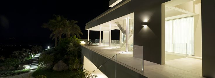 Giulius is a simple shaped outdoor product able to give rich and multiple lighting effects