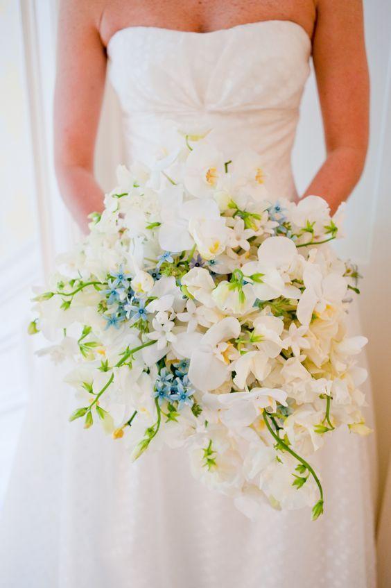 ホワイトとブルーがおしゃれ♡結婚式に渡す両親への花束のおしゃれ一覧♡ウェディング・ブライダルの参考に♪