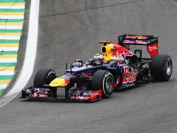 O alemão Sebastian Vettel não teve um domingo nada fácil, mas tirou proveito da larga vantagem na pontuação para conquistar o tricampeonato mundial da Fórmula 1, com o sexto lugar no Grande Prêmio do Brasil  Foto: Getty Images