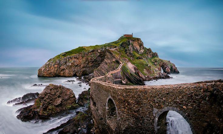 20-ponts-mystiques-qui-semblent-mener-dans-un-autre-monde-bermeo-espagne
