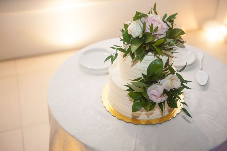 Use flowers to enhance your cake!