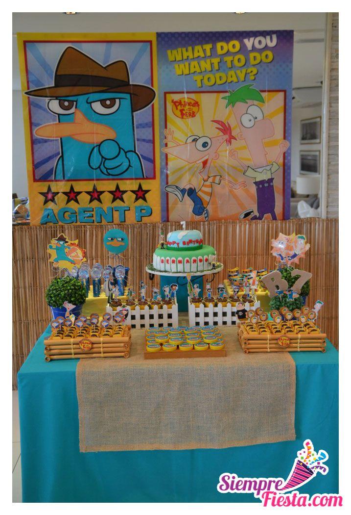 Ideas para fiesta de cumpleaños con los personajes de Phineas y Ferb. Encuentra todo para tu fiesta en nuestra tienda en línea: http://www.siemprefiesta.com/fiestas-infantiles/ninos/articulos-phineas-y-ferb.html?utm_source=Pinterest&utm_medium=Pin&utm_campaign=Phineas