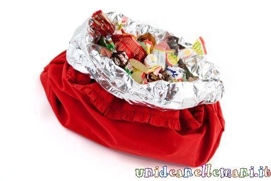 Volete fare un originale porta caramelle facile facile? O un ricicloso centrotavola per la tavola di capodanno? Ecco come fare.