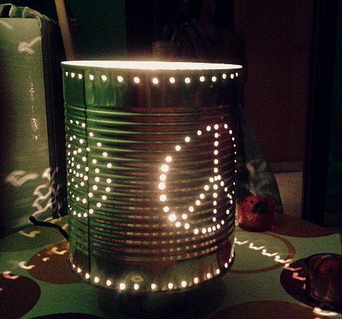 L mpara 39 peace love 39 con base de lata de pimientos - Decoracion con reciclaje ...