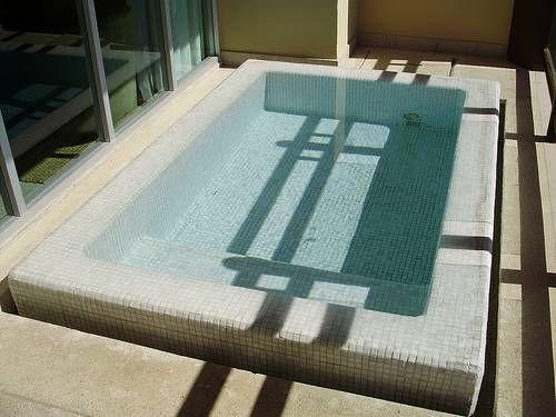Cómo diseñar una piscina pequeña | eHow en Español