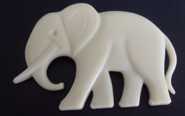 VINTAGE~ BEAUTIFUL WHITE ELEPHANT LUCITE BROOCH ~ FAVORITE POLITICAL SYMBOL