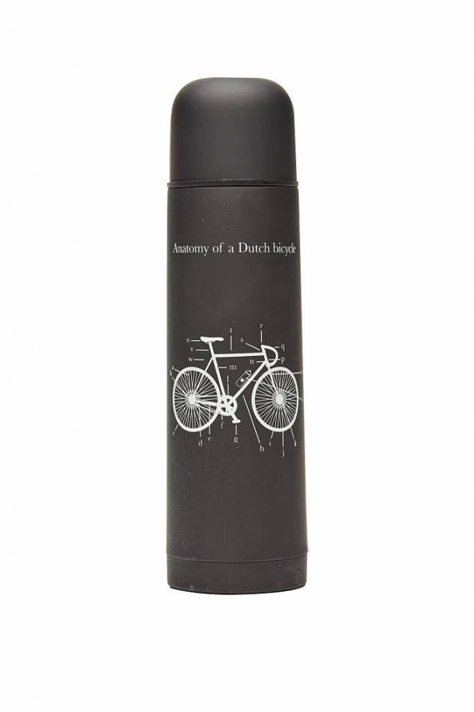 Stoere thermosfles, 500 ml, met mat zwarte rubber coating en de anatomie van een fiets erop uitgelegd ;) Leuk typisch cadeau voor mannen.