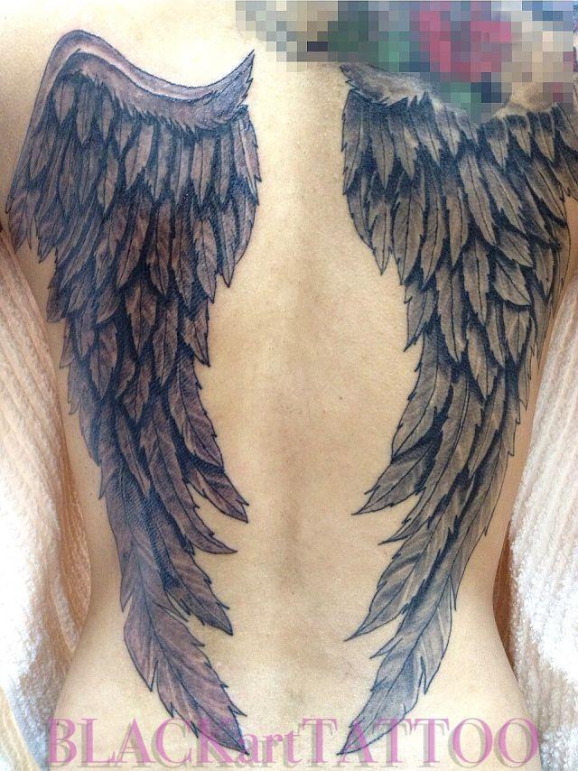 背中,女性,羽,翼,羽根,ブラック&グレイ,ブラック&グレー,ブラック&グレイのタトゥーデザイン|タトゥーナビ