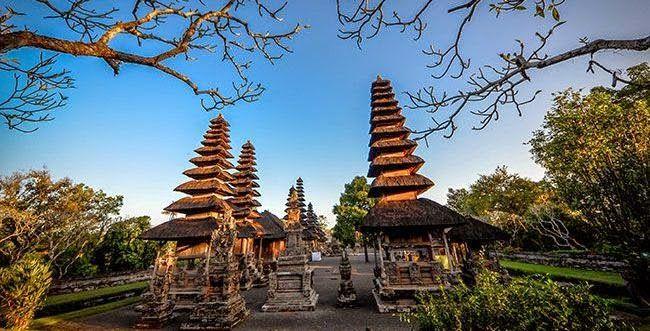 Bali adalah sebuah provinsi dari Republik Indonesia yang terletak diantara pulau Jawa dan pulau Lombok, pulau Bali juga terkenal dengan sebutan PULAU DEWATA, PULAU SERIBU PURA dan BALI DWIPA. id.baliglory.com