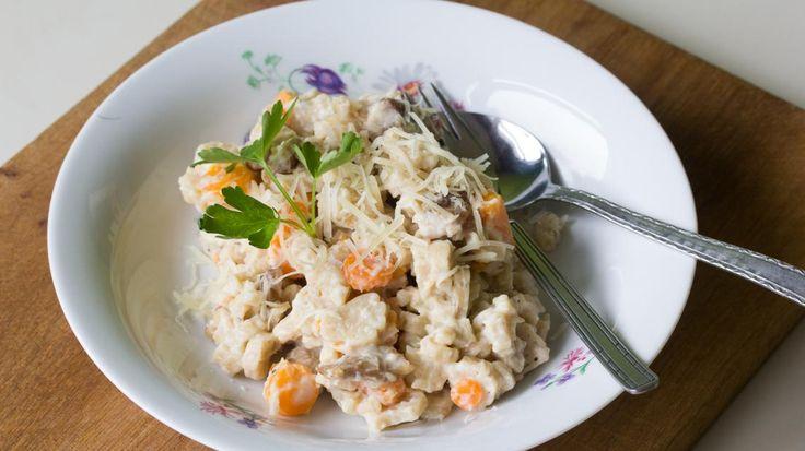 Volkorenpasta met kip, wortelen en geheime groentensaus | VTM Koken