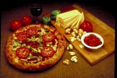 Como usar uma pedra de pizza para fazer pizzas caseiras com crostas mais crocantes | eHow Brasil