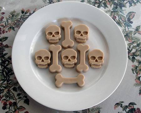 White Russian Jello Shots RecipeHalloween White, Jello Shot Recipes, Jello Shots Recipe, Russian Skull, White Russian, Russian Jello, Recipe Halloween Food Ideas, Drinks Recipe, Bones Jello