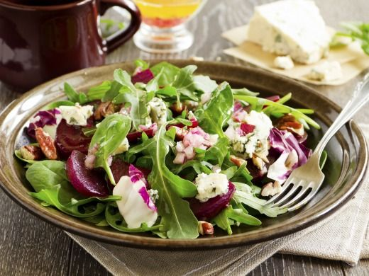 Autumn salad with beetroot 50 g Gorgonzola 4-6 medium red beets 1-2 handfuls of walnuts or pecans 2 bags Knorr Italian dressing freshly ground pepper 4-6 handfuls mix salad  1 shallot Wash beets and boil in salted water. Cook until semi-soft. We then cool down with cold water, peel and cut into slices. Shallots, cut into cubes, mix with salads, add Knorr Italian dressing, prepared according to package directions, nuts and gorgonzola pieces, season with freshly ground pepper and mix gently.