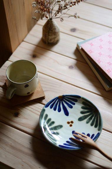 沖縄の手仕事の魅力を伝えるギャラリーショップ kufuu(クフウ)。作家ものの器、沖縄陶器(やちむん)、 琉球ガラス、紅型、木工、漆器、織物など、沖縄で活動をしている作家の工芸品を集めた通販ショップ。
