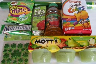 Ideas for a totally GREEN lunch to send with your kids on St. Patrick's Day  :-)