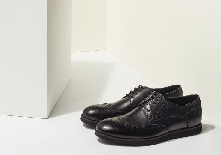 STYLE DETAILS | Laconic monochrome brogues are an excellent choice for a stylish business image. Shoes brogi leather - 4 599 ₽ #MFILIVE #shoes #musthave # AW17