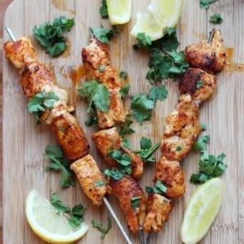 Kipspiesjes met Original Spices Baharat, heerlijk voor in de pan én op de barbecue!