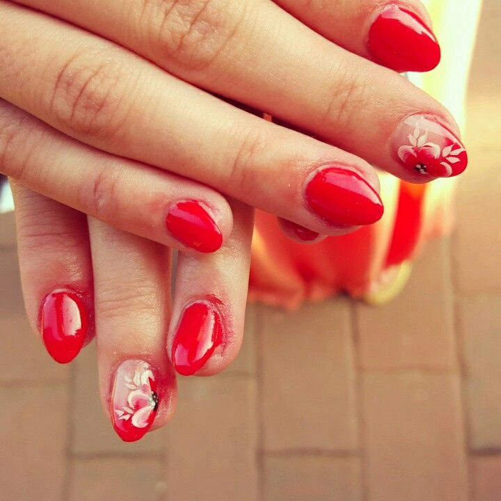#nails #red #onestroke #gelnails