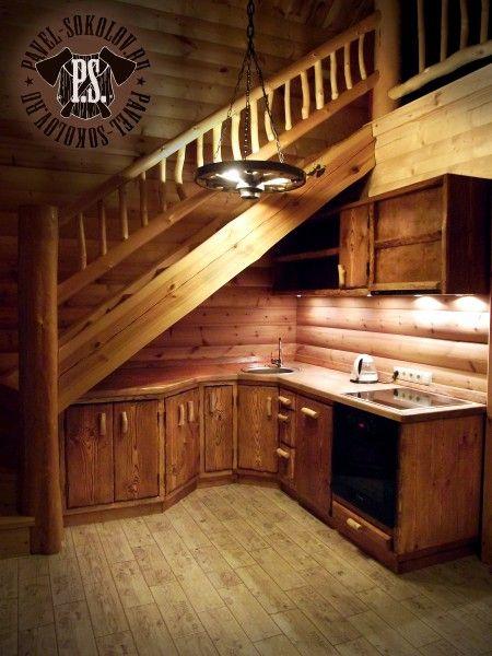 Состаренная кухня под лестницей