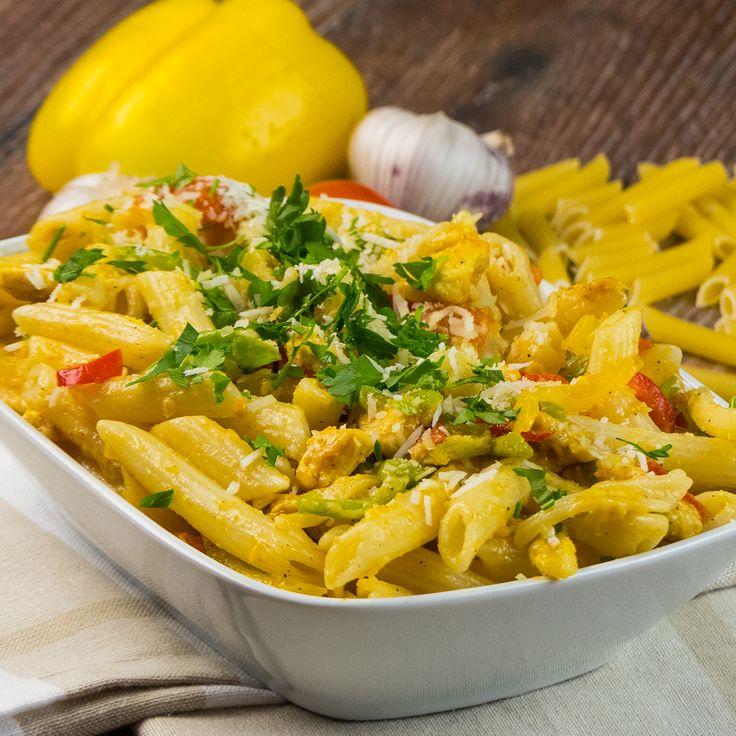 Vă prezentăm o rețetă rapidă de paste delicioase, combinate perfect cu pieptul de pui și legumele proaspete, bogate în vitamine. Sunt un adevărat deliciu, care o să diversifice meniul dvs. zilnic. Se prepară foarte ușor