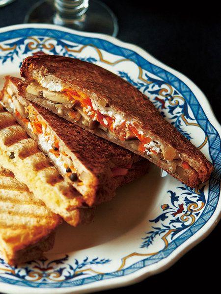 Recipe : きのこのマリネとキャロットラペのホットサンド #レシピ #サンドイッチ