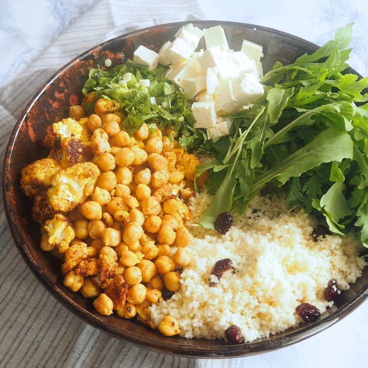 Delicious oven-roasted cauliflower with chickpeas, sweet tangy cranberries and spicy arugula leaves all brought together with a zesty, harissa dressing! Did I mention it also had crumbly feta, fres…