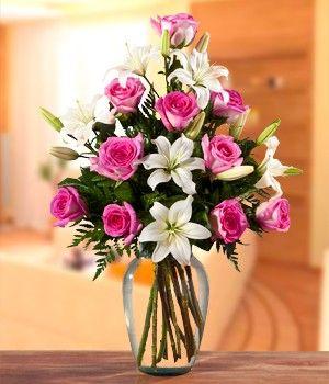 Rosas y Lirios... Amo este arreglo floral <3