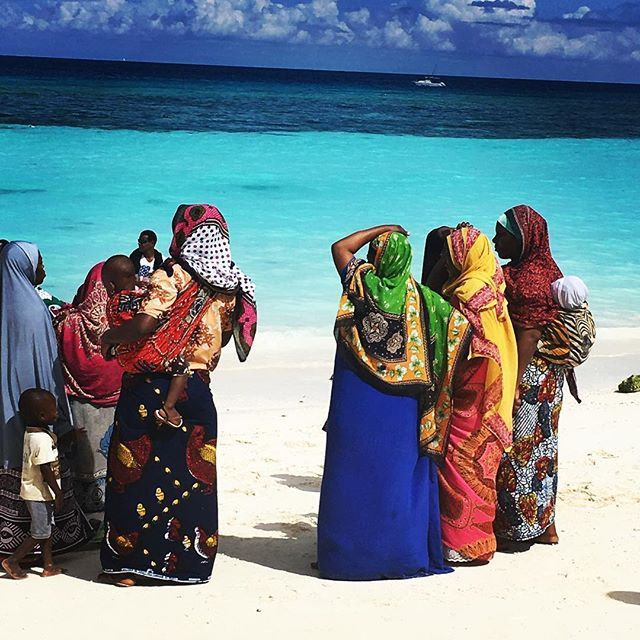 I can't help but post one more of colourful local ladies against the backdrop of the perfect turquoise sea! #tanzania #zanzibar #africa #thisisafrica #beachlife #globetrotter #wanderlust
